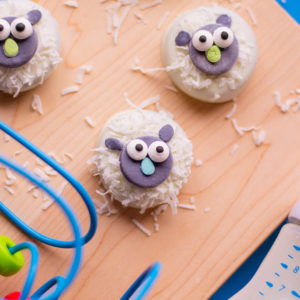 These chocolate covered oreo cookies in this adorable lamb design are the perfect addition to any baby shower or birthday party. Get the recipe here!