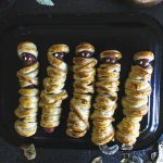 It's almost time for Halloween. Turn those boring lunches into a spooky treat your kids will love with these Halloween Mummy Dogs. #halloween #mummydogs #halloweenmeals