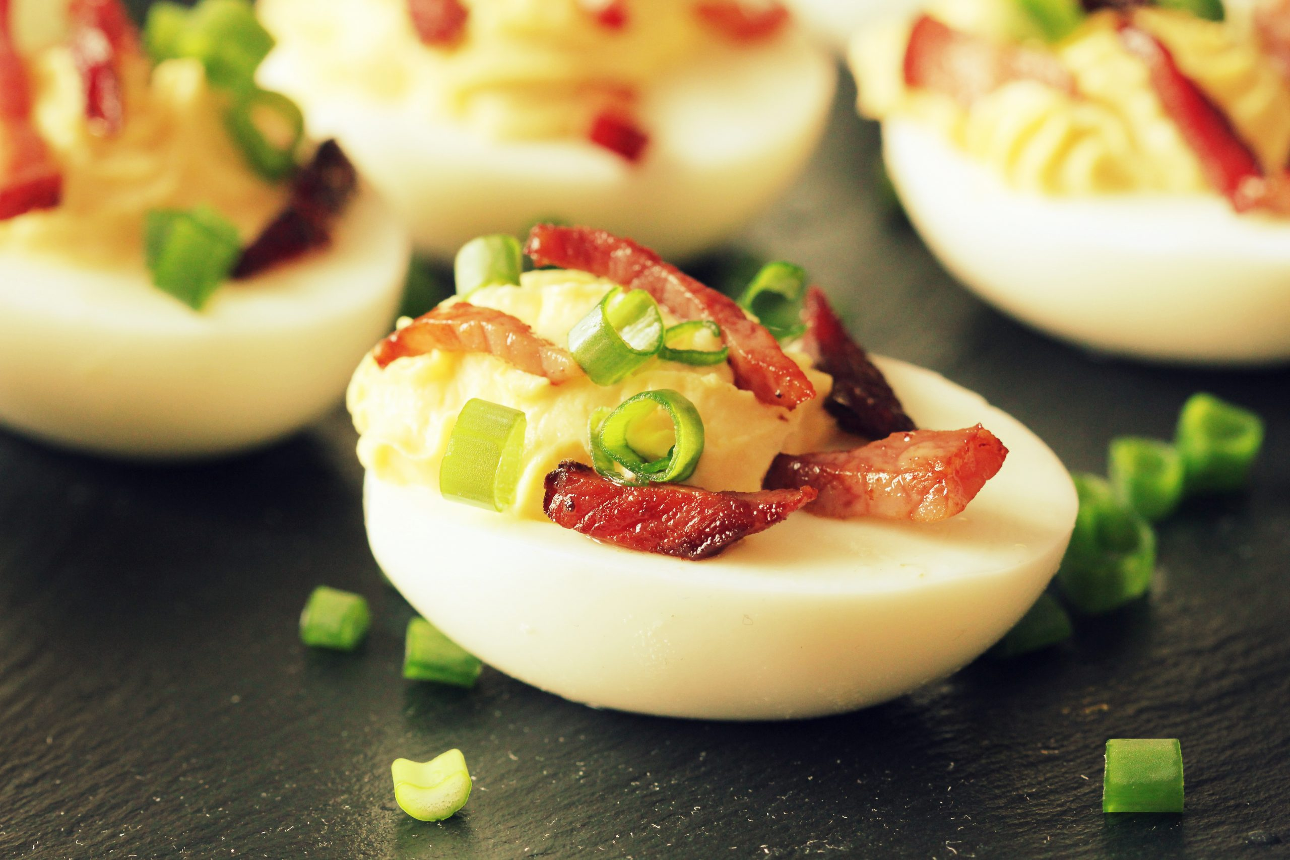 Looking for a quick and easy low carb snack or a yummy side dish for your next party? Check out this Spicy Bacon Deviled Eggs recipe. #mannthatlooksgood #keto #deviledeggs #bacon #lowcarb #holidayrecipes #eggs